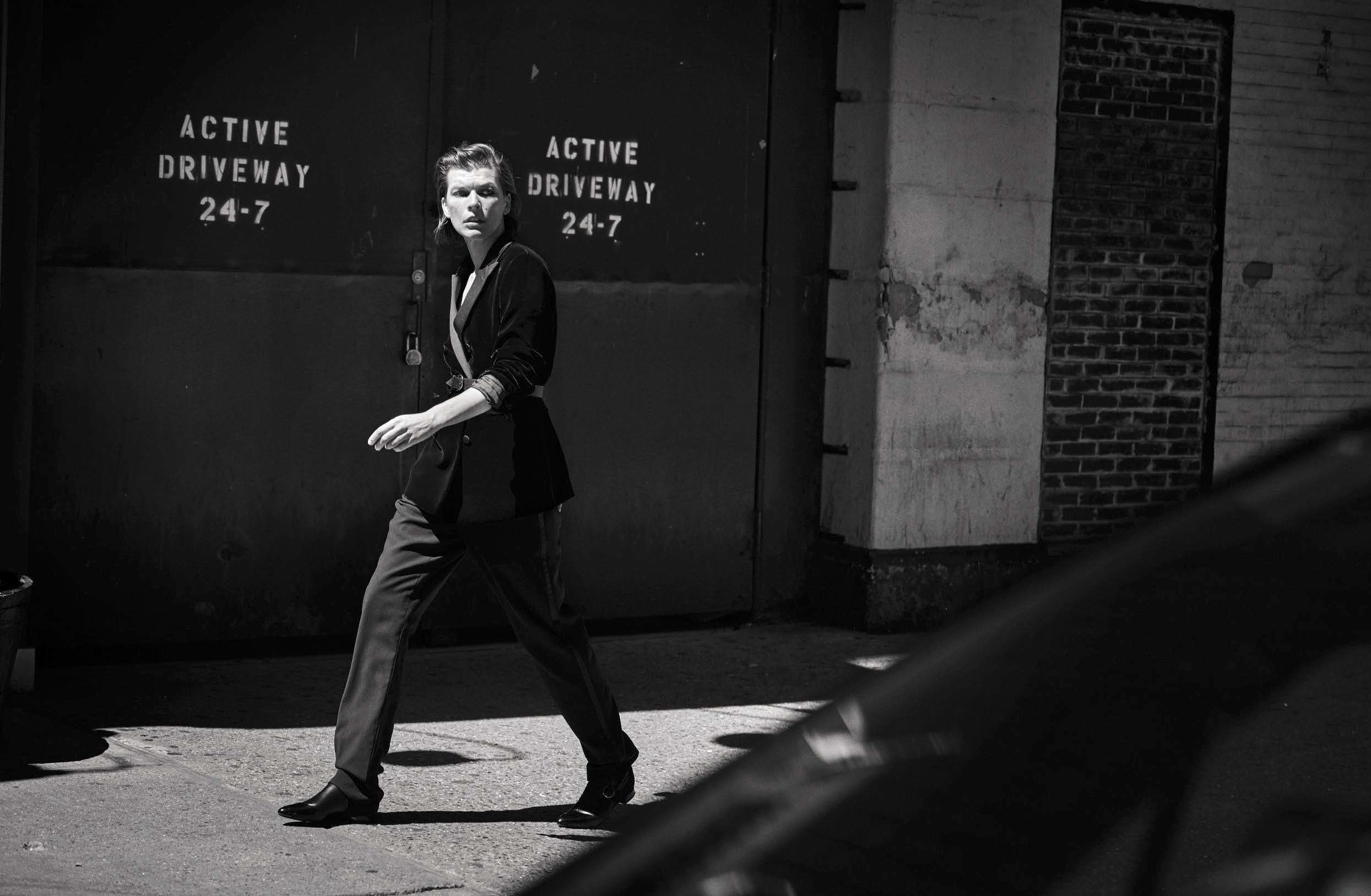 16-Vogue-Italia-October-2016-Milla-Jovovich-by-Peter-Lindbergh