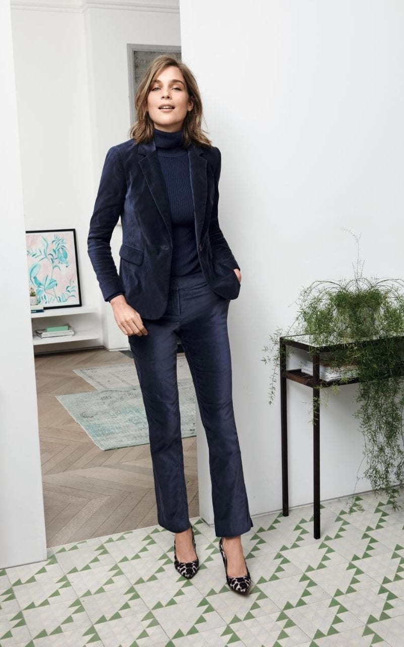 Velvet sophistication in a tailored blazer, this is the layer to show off at any occasion. Beautifully shaped princess seams add extra elegance.