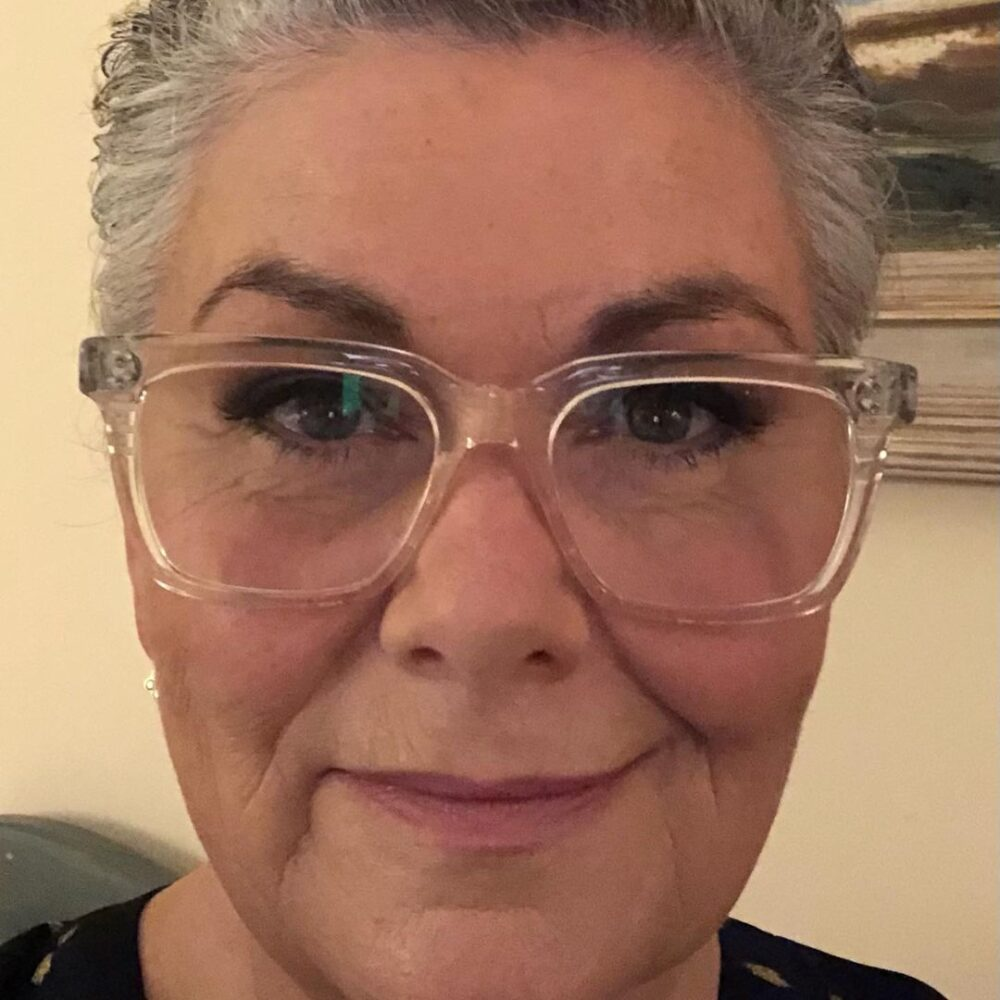 We love Dawn French's new short, grey hairstyle